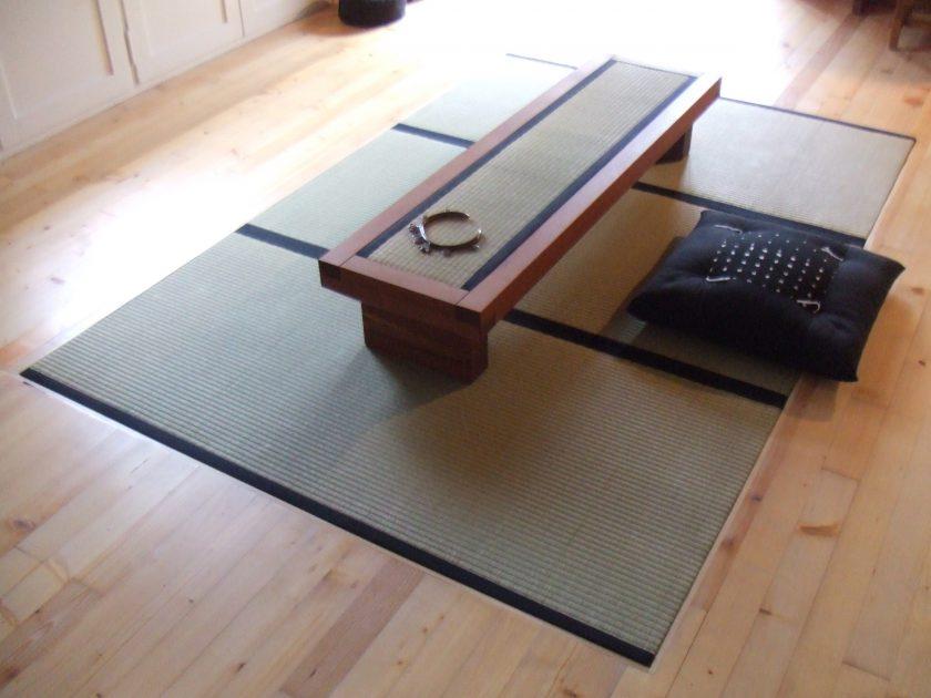 Tiefer Tisch mit Tatami-Einlage